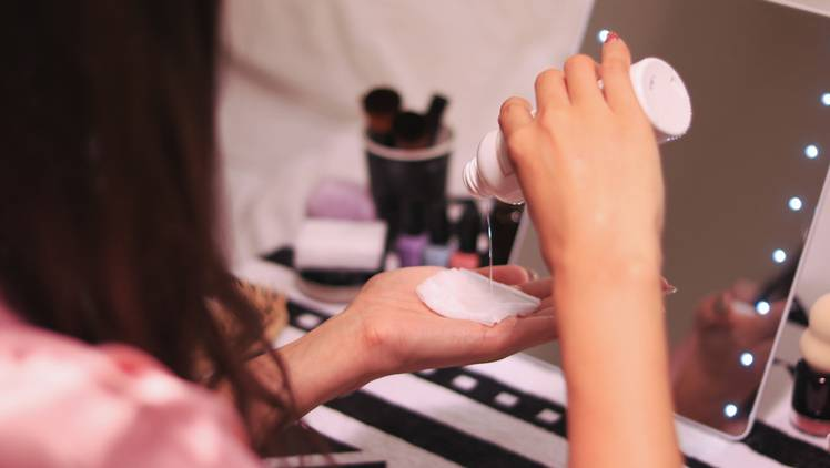 お風呂上がりは化粧水が浸透しやすい?専門家が指摘する「思い込みスキンケア」4選