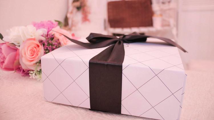 【女子大生100人調査】 女子同士のプレゼント「もう要らない...」不人気は○○だった!