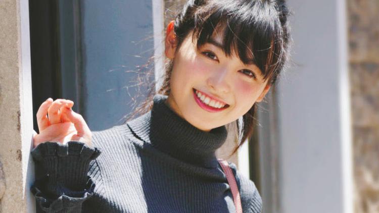 憧れのミニーちゃん!159cm・福原遥のスタイルアップが叶う、ミニボトムコーデ
