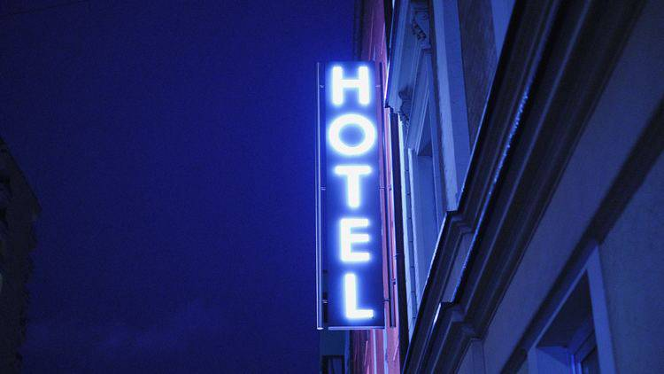 お泊りデートで過ごすなら?「彼の家」「ホテル」の良い点・悪い点