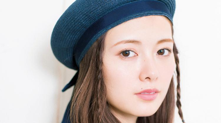 今流行のベレー帽×細三つ編みアレンジで、春マリンなオシャレヘアが完成♡