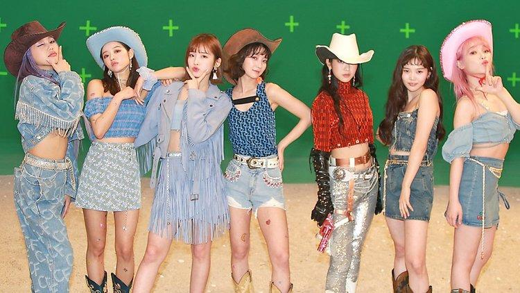 祝♥6冠!OH MY GIRLの日本初公開ショット&蔵出しオフショット公開!