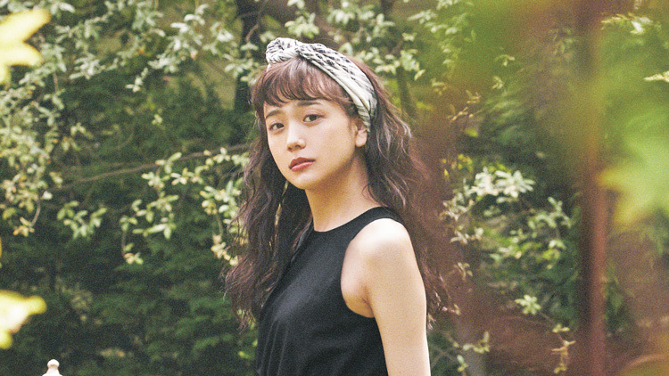 夏の黒ってどう着る?松井愛莉の「オトナっぽい黒コーデ」がお手本♡