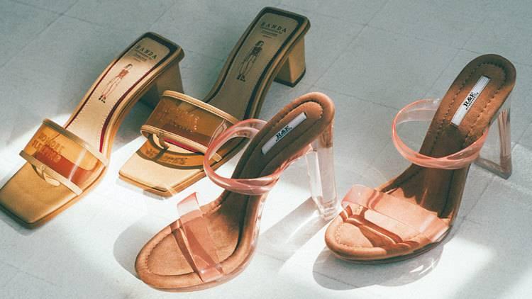 この夏、足元に「さわやかな色っぽさ」を出す女がモテる♡ おすすめクリアサンダル6選