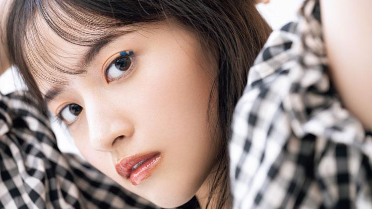 乃木坂46・金川紗耶がお手本♡レトロなインディゴブルーのカラーメイク