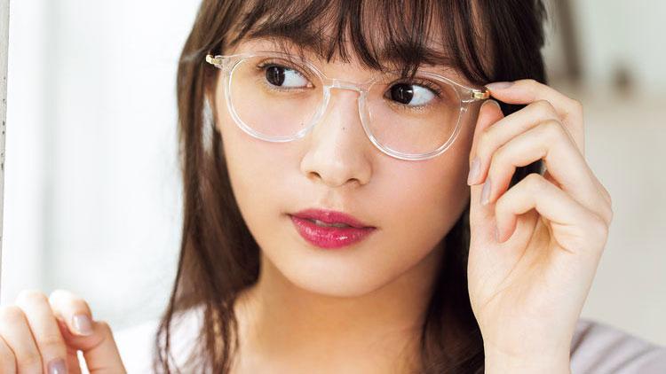 欅坂46 渡辺梨加がお手本♡透明感が生まれる「クリアフレームめがね」のキラキラメイク