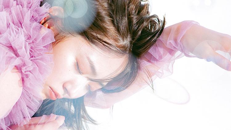 """岡崎紗絵がインタビュー!【鈴木愛理】の""""人生""""が変わったきっかけとは?"""