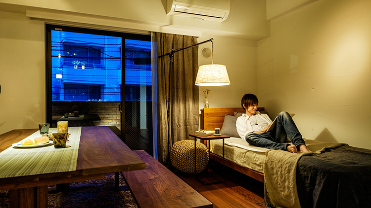 リモート疲れに負けてない?「睡眠の質を高める」照明と香りの効果的な使い方とは