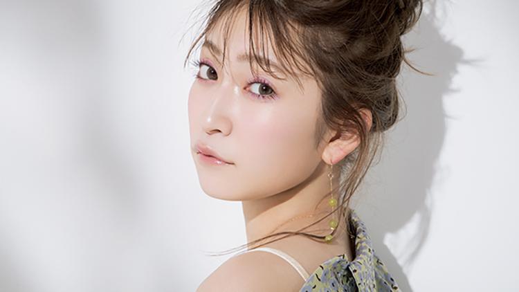 吉田朱里に学ぶ《大人のカラーメイク》♡乙女パープルで透明感あるモテツヤ肌に!