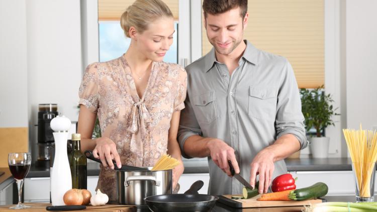 彼とお家時間を楽しむためには?二人で作りたいおすすめ料理3選