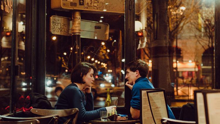 【常識問題】レストランデート、男性と女性どちらが先に歩くのが正解?
