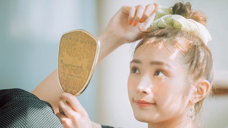 【渡辺梨加】マンネリしがちな夏のアップヘアに♡ 即今っぽ顔になれる「ビッグシュシュ」6選