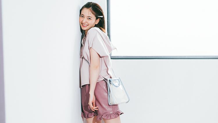 夏コーデにスパイスを♡乃木坂46・金川紗耶が着こなす「レザーボトムス」4選