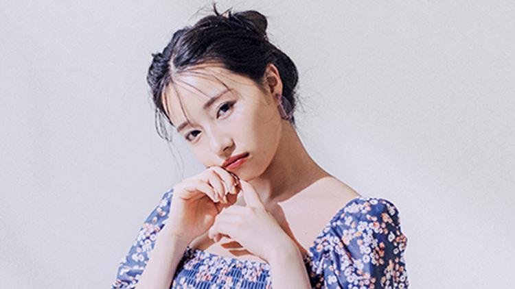 村瀬紗英が着こなす♡ この夏トレンドの《小花柄水着》をチェック!